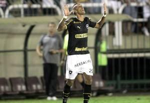 Rafael Marques comemora o seu gol diante do Vasco Foto: Marcelo Theobald / Agência O Globo