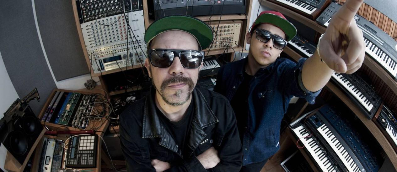 """Tropkillaz (Zegon e Andre Laudz) e o batidão que une talentos distintos: um dos destaques da mixtape """"Hy Brazil Vol 1"""" Foto: Divulgação"""