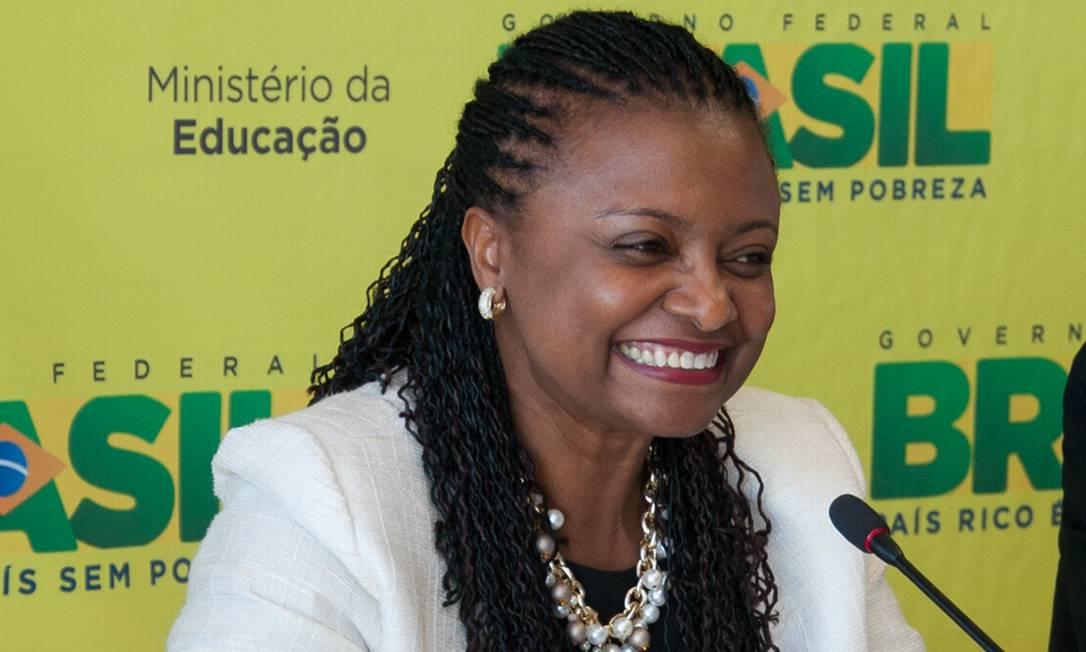 Nilma Lino Gomes no momento da posse com o ministro Aloizio Mercadante Foto: Letícia Verdi/MEC