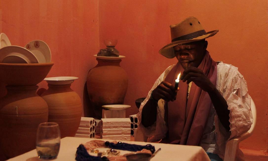Raimundo Nonato da Silva, pai de santo Café, 'possuído' pelo caboclo Cipriano. Aos 30 anos, é apontado como o mais novo pai de santo de Codó Michel Filho / Agência O Globo