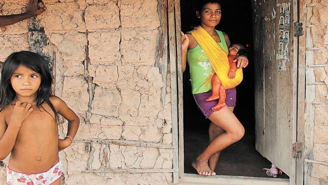 Índios que vivem em reserva perto de Amarante sentem-se ameaçados e chegaram a apreender caminhões que invadiram suas terras Foto: O Globo / Michel Filho