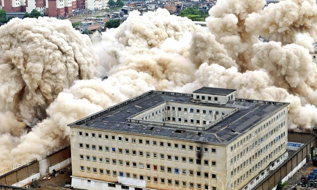O complexo penitenciário foi implodido para a construção de escolas e um parque Foto: Mauricio Lima / AFP