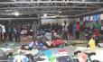 Estrangeiros ilegais, na sua maioria haitianos, acampados em clube na cidade de Brasiléia (AC)