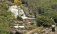 Na Cascatona, quedas d'água e piscinas naturais depois de duas horas de trilha
