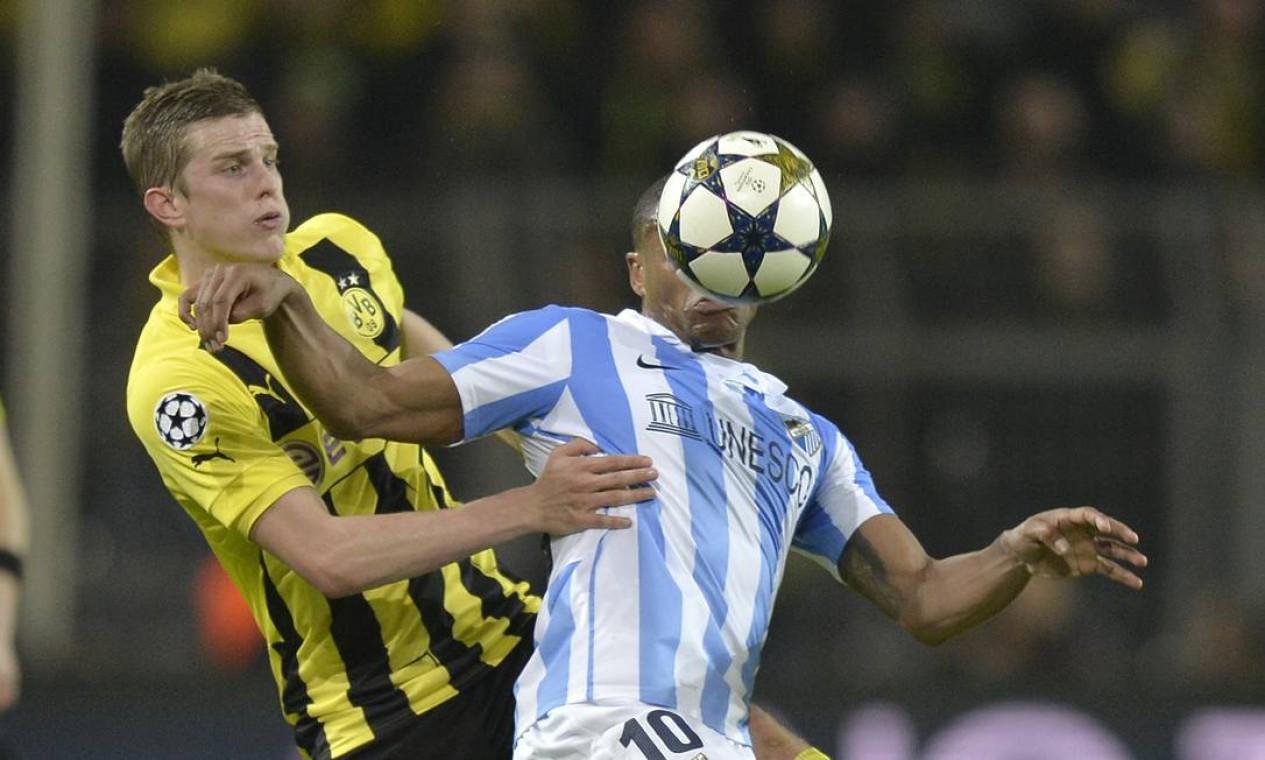 O brasileiro Julio Baptista, do Malaga, em lance da partida em que seu time perdeu para o Dortmund Foto: Martin Meissner / AP