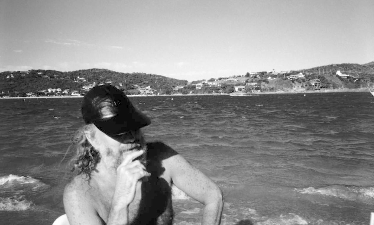 O músico na praia da Ferradura, em Búzios, em 1997 Foto: Divulgação