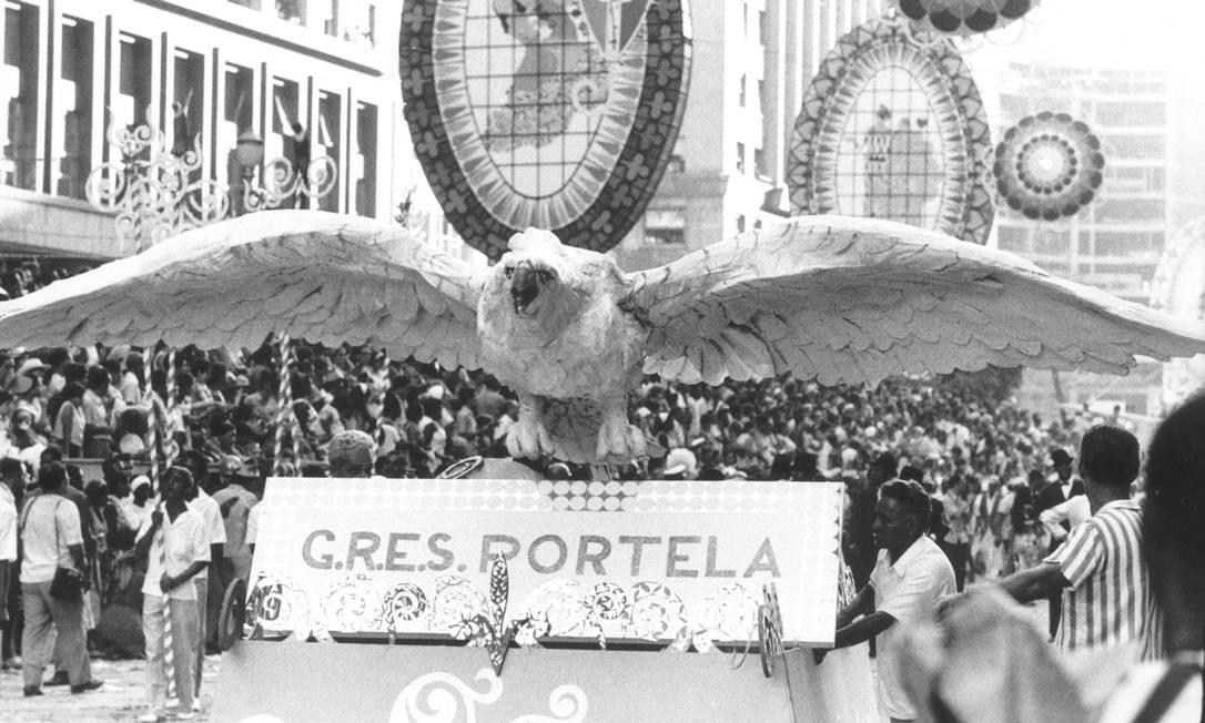 O início do desfile campeão de 1970 da Portela, 'Lendas e mistérios da Amazônia' Foto: Arquivo