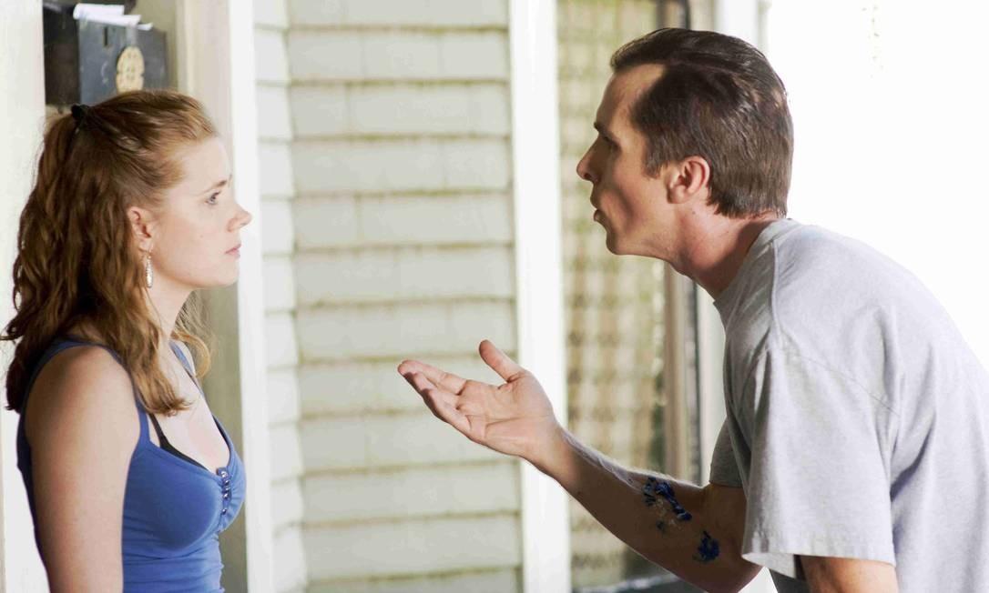 Cena do filme The Fighter, em que um casal discute. Gestos dizem menos que conteúdo e voz da história de quem mente, aponta pesquisa Foto: Agência O Globo