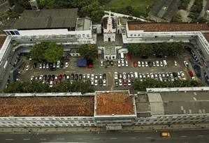 A área de 13,5 mil metros quadrados oocupada pelo Quartel-General da PM, na Rua Evaristo da Veiga Foto: O Globo / Gabriel de Paiva