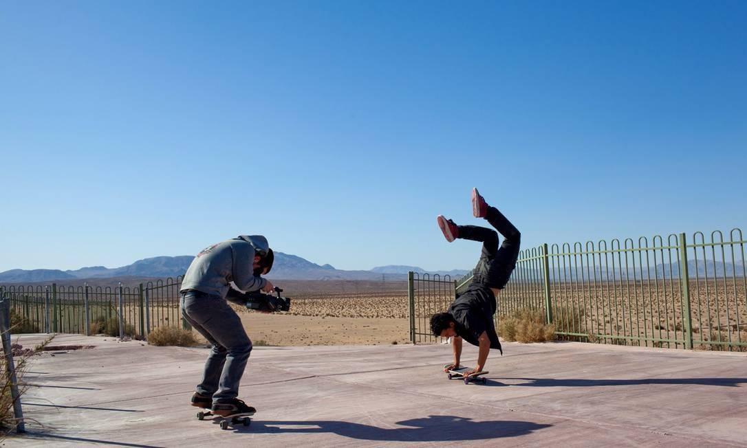 """Brett Nova registrando os ousados movimentos de Kilian Martin numa galeria de arte no filme """"Internal departure"""" Foto: Divulgação"""