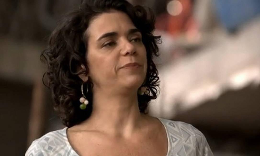 """Em """"Salve Jorge"""", Delzuite (Susana Badin) não perdoará a traição de Pescoço (Nando Cunha) Foto: Reprodução"""