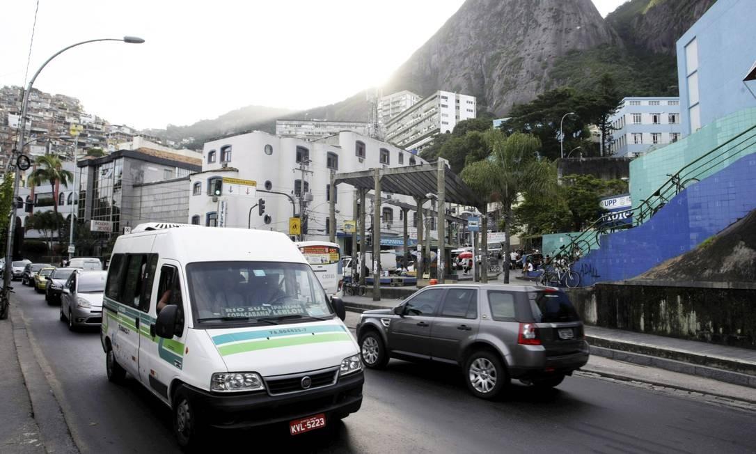 Motoristas estão apreensivos com decisão de proibir vans na Zona Sul Foto: Hudson Pontes / Agência O Globo