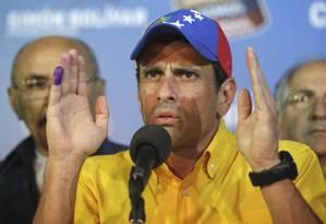 O candidato da oposição, Henrique Capriles, não reconheceu o resultado da eleição presidencial e exigiu uma recontagem dos votos Foto: Fernando LLano / AP