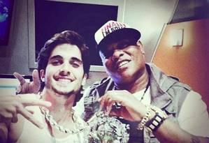 """Fiuk e MC Sapão durante gravação da faixa """"Toma, toma"""" Foto: Reprodução do Facebook"""