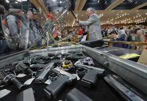 Exposição de armas em NY: estado adota lei mais restritiva Foto: Philip Kamrass / AP