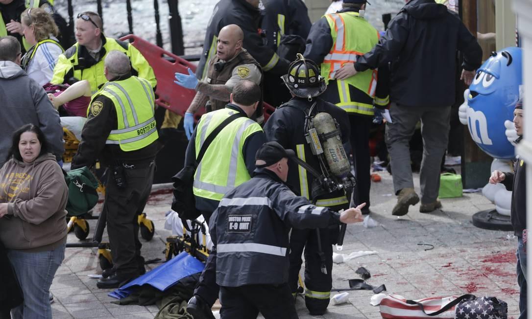 As explosões aconteceram perto da linha de chegada, depois da passagem dos vencedores Foto: AP / AP
