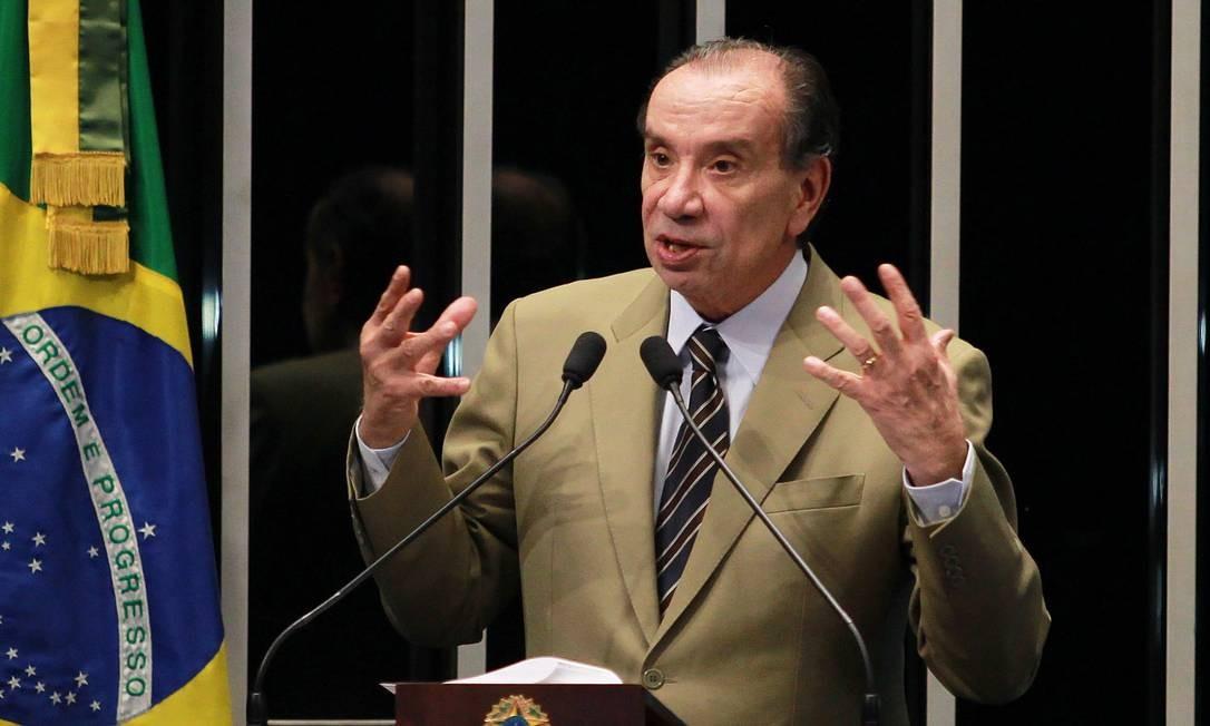 Senador tucano, em discurso na tribuna, pede investigação sobre esquema de fraude no Minha Casa Minha Vida. Foto: Ailton de Freitas / Agência O Globo