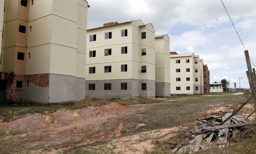 Obras do PAC estão paradas há quase dois anos em Itaboraí Foto: Cezar Loureiro / O Globo