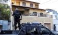 Polícia cumpre mandados de prisão contra milicianos na Zona Oeste