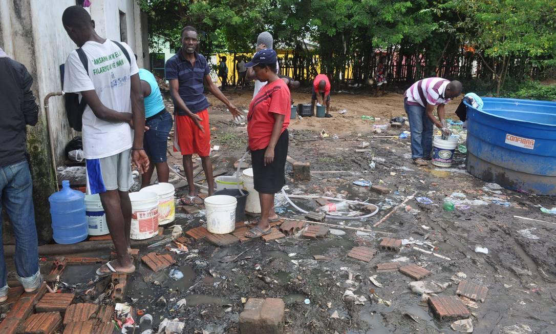 Em Brasileia, no Acre, haitianos vivem em situação precária Foto: LAIR SABINO