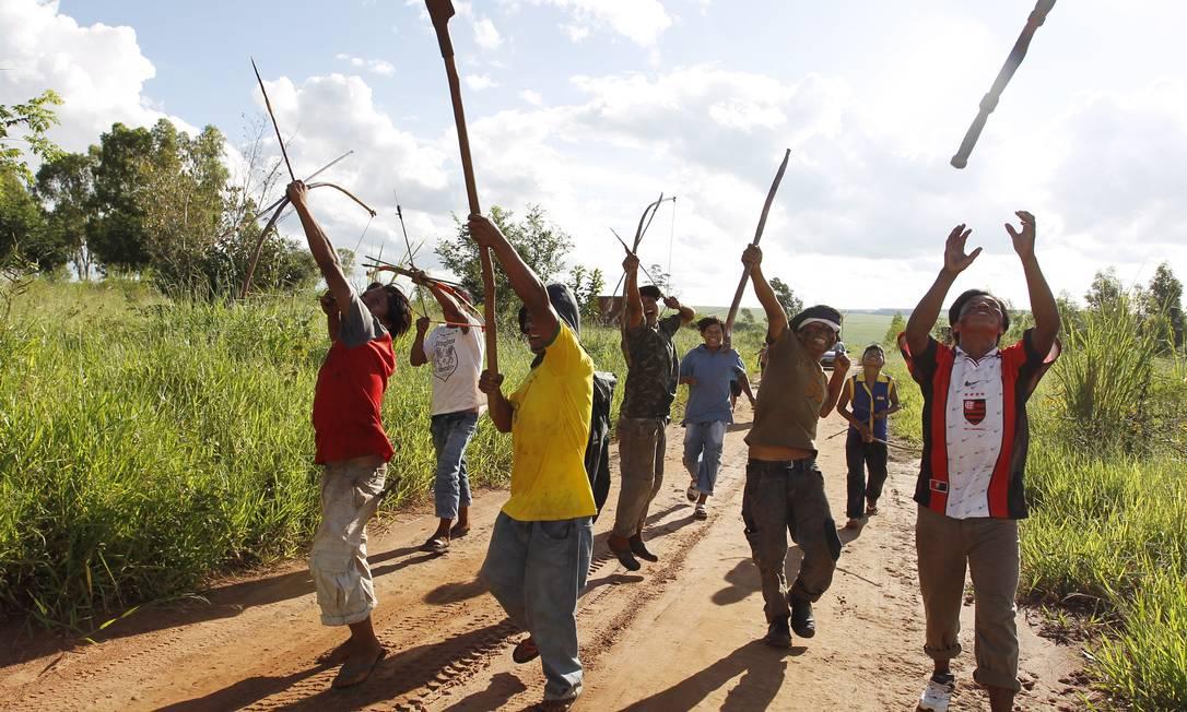 Em maio, os guarani-caiovás planejam a realização de uma grande assembleia de todos os 18 líderes indígenas do Mato Grosso do Sul para acontecer na Aldeia de Takara, em Juti. Os índios querem traçar uma estratégia comum na luta contra os fazendeiros que se opõem às demarcações Michel Filho / Agência O Globo