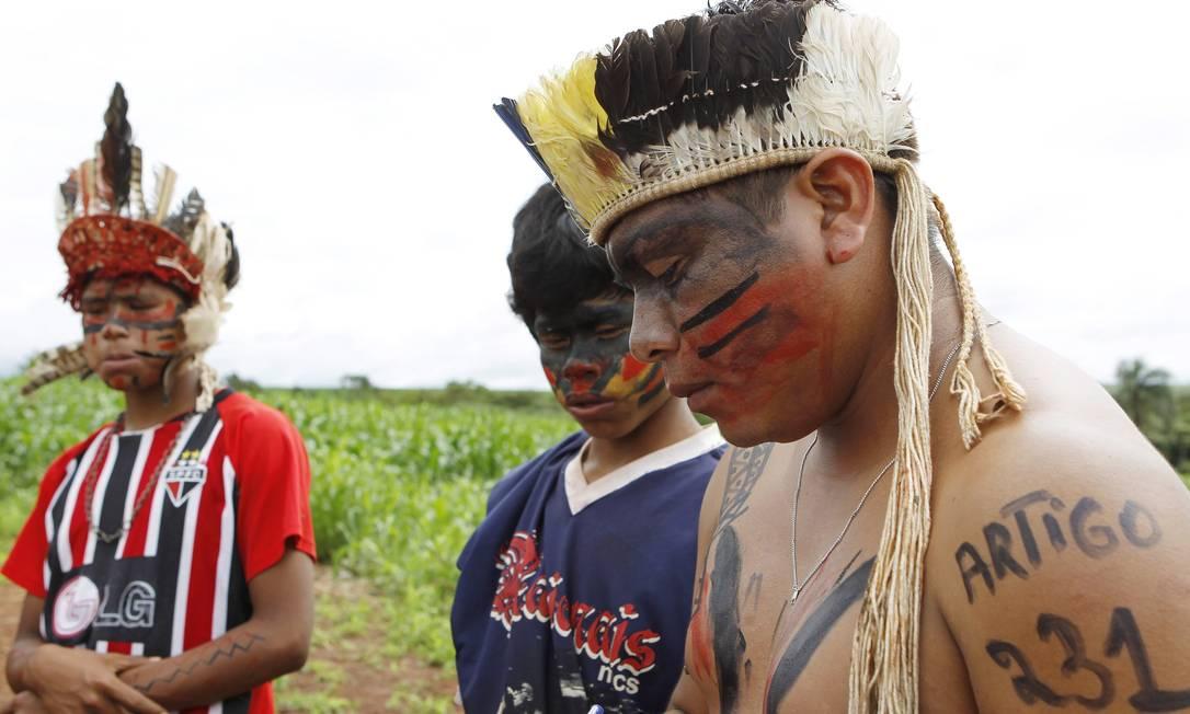 Os índios prometem resistir até à morte pela terra Michel Filho / Agência O Globo