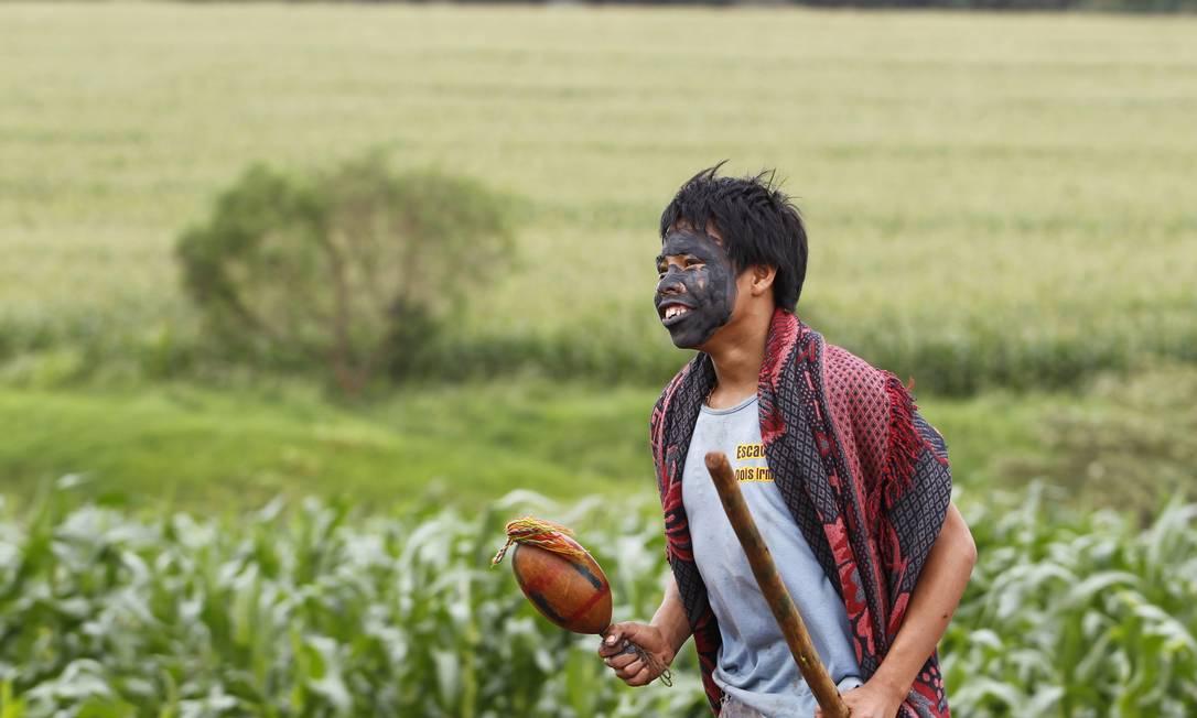 Índio na Terra Indígena Pindo Roky, no município de Caarapó, em Dourados (MS) Michel Filho / Agência O Globo