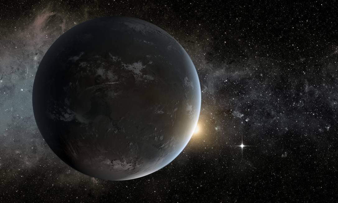 Ilustração mostra parte do sistema planetário descoberto em torno da estrela Kepler-62. Em primeiro plano, o planeta Kepler-62f, o menor já encontrado dentro da zona habitável de sua estrela. Já o brilho no canto inferior direito representa o planeta Kepler-62e, que também estaria dentro da zona habitável da estrela Foto: NASA/JPL-Caltech/T. Pyle / NASA/JPL-Caltech/T. Pyle