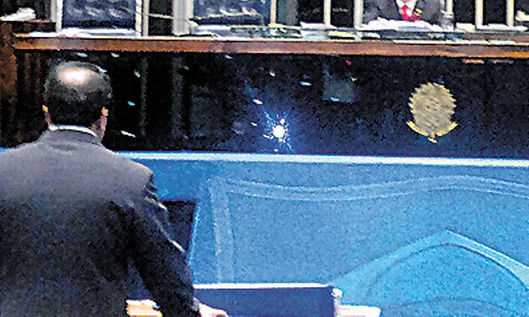 João Costa, sem nenhum senador no plenário Foto: Maria Lima / Agência O Globo