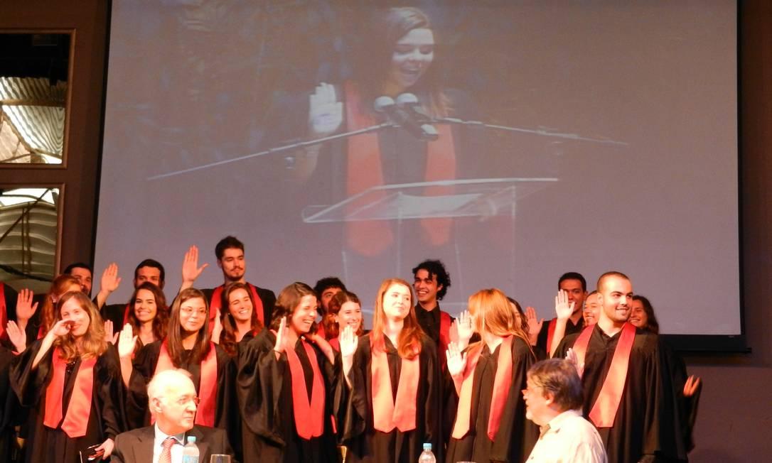 Formandos de Cinema são pegos de surpresa com juramento inusitado de uma aluna Foto: Arquivo Pessoal