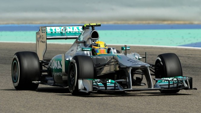 O alemão Nico Rosberg, da Mercedes, fez o melhor tempo no treino classificatório para o GP do Bahrein Foto: Tom Gandolfini / AFP