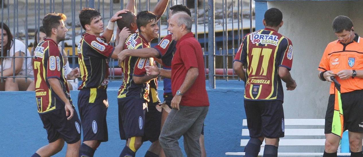 Jogadores do Madureira comemoram o gol da vitória sobre o Vasco Foto: Alexandro Auler / Agência O Globo