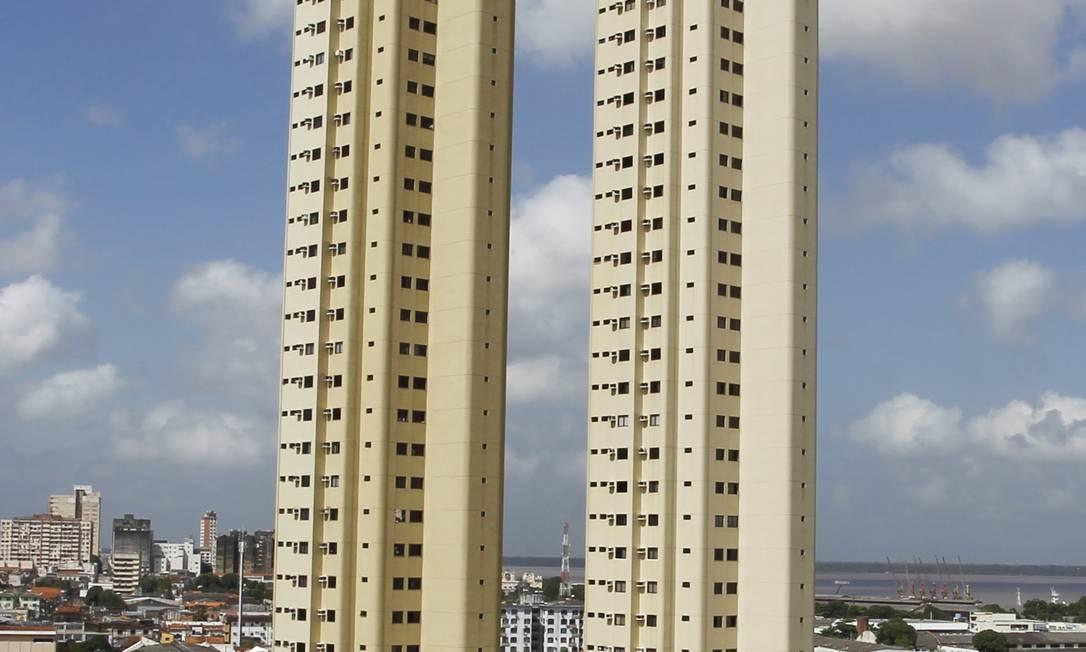 Prédios de 40 andares no bairro Umarizal Foto: O Globo / Michel Filho