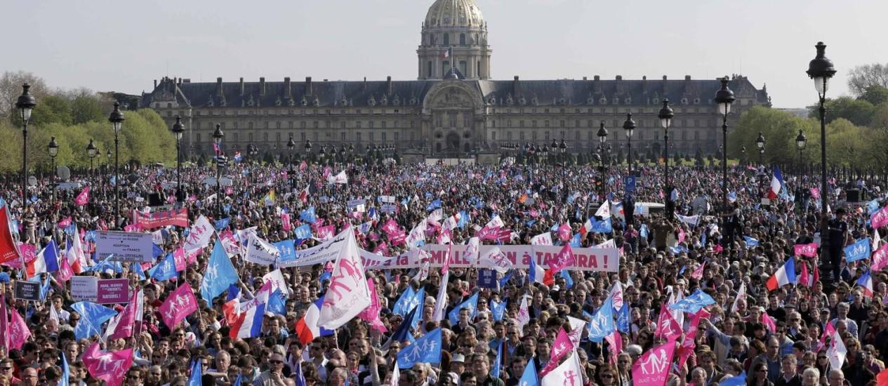Centenas marcham contra casamento gay na França Foto: JACKY NAEGELEN / REUTERS