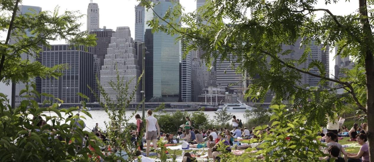 Moradores e turistas numa área verde na região do Brooklyn: cidade será um dos destinos Foto: Marley Whitenyc / Divulgação / Marley Whitenyc/NYC and CO