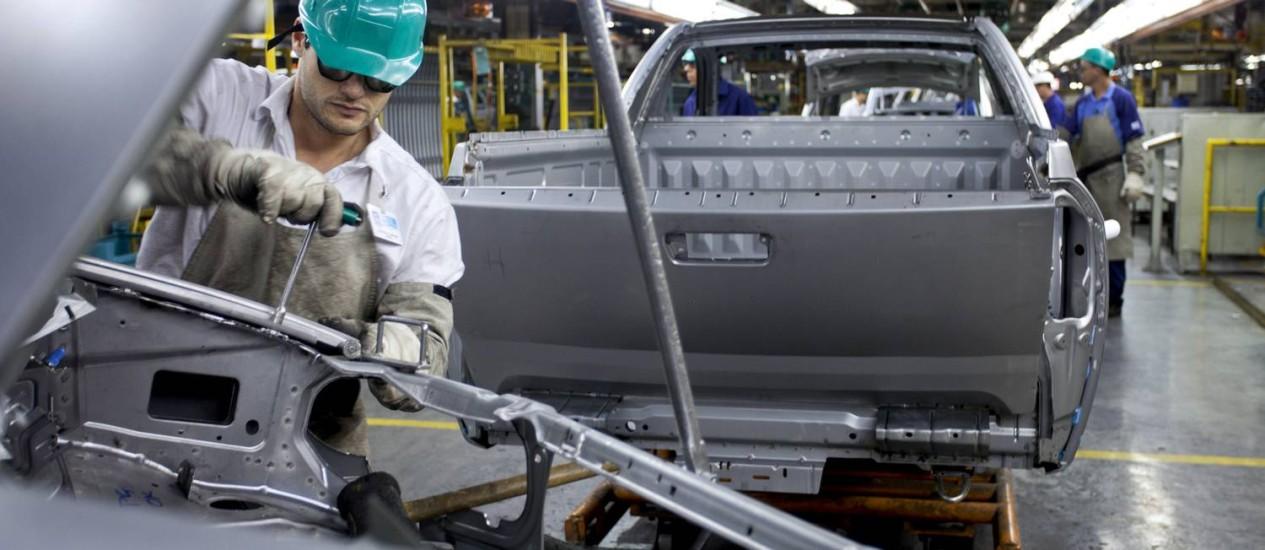 Trabalhador na fábrica da General Motors (GM), em São José dos Campos Foto: Marcos Issa / Bloomberg