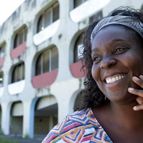 Lady Christina, uma das primeiras beneficiadas pelo programa da PUC: falta de dinheiro para frequentar as aulas do curso de ciências sociais Foto: Gustavo Stephan / O Globo