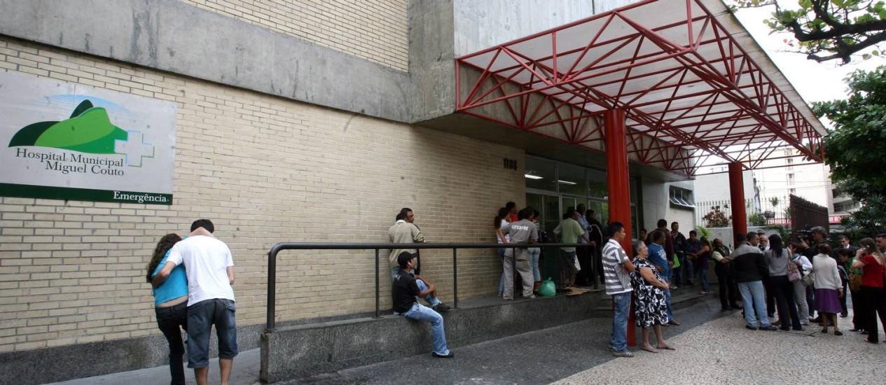 Medo. Entrada do Hospital Miguel Couto, na Zona Sul, onde um bandido roubou a ouvidora da unidade Foto: Guilherme Pinto - 06/07/2009