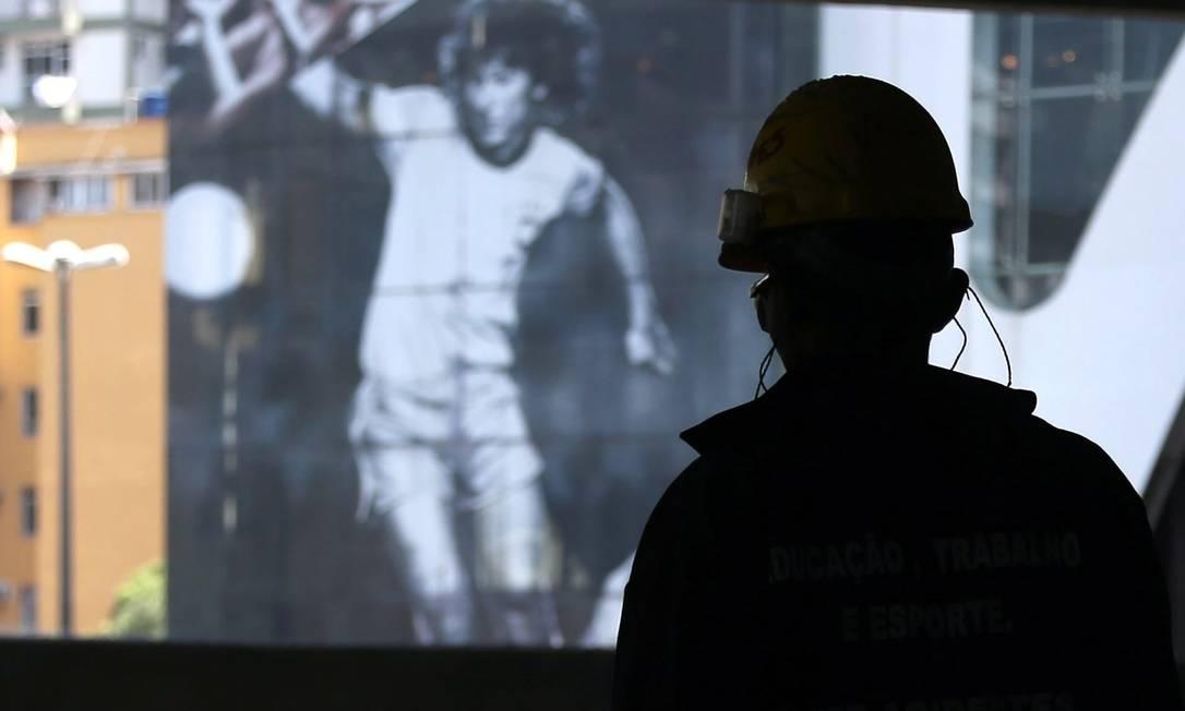 Operário na obra do Maracanã. Jorge William / Agência O Globo