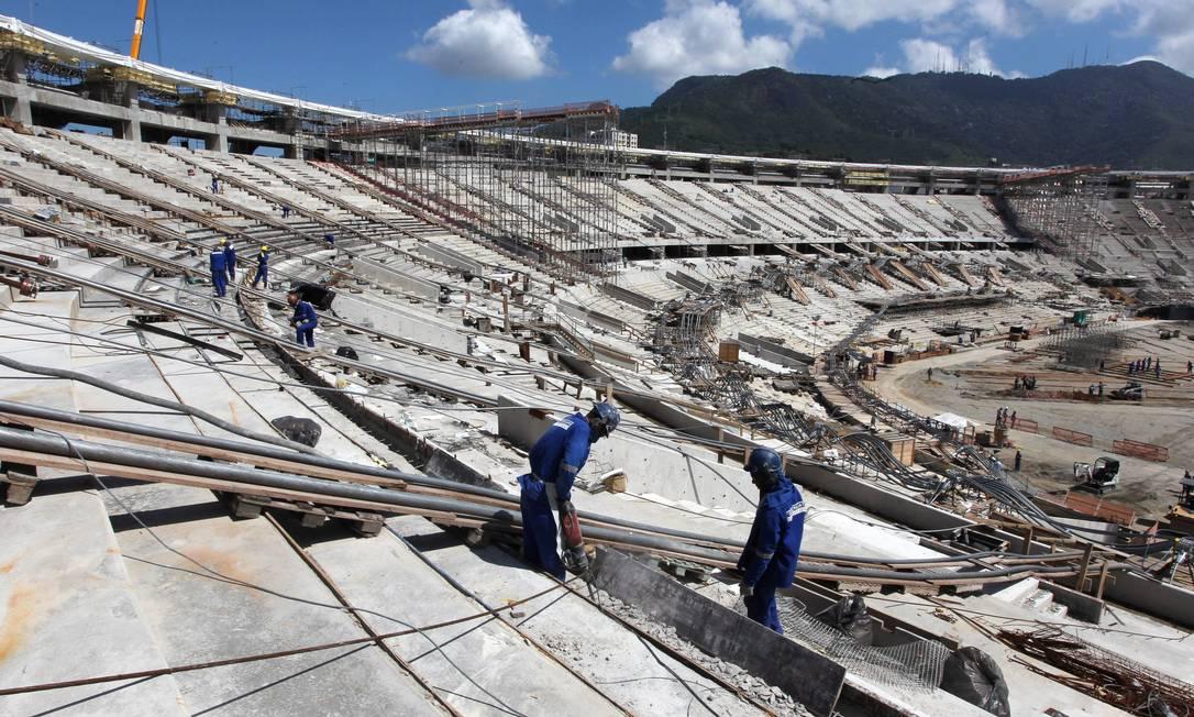 Obras de reforma do estádio do Maracanã Domingos Peixoto / Agência O Globo