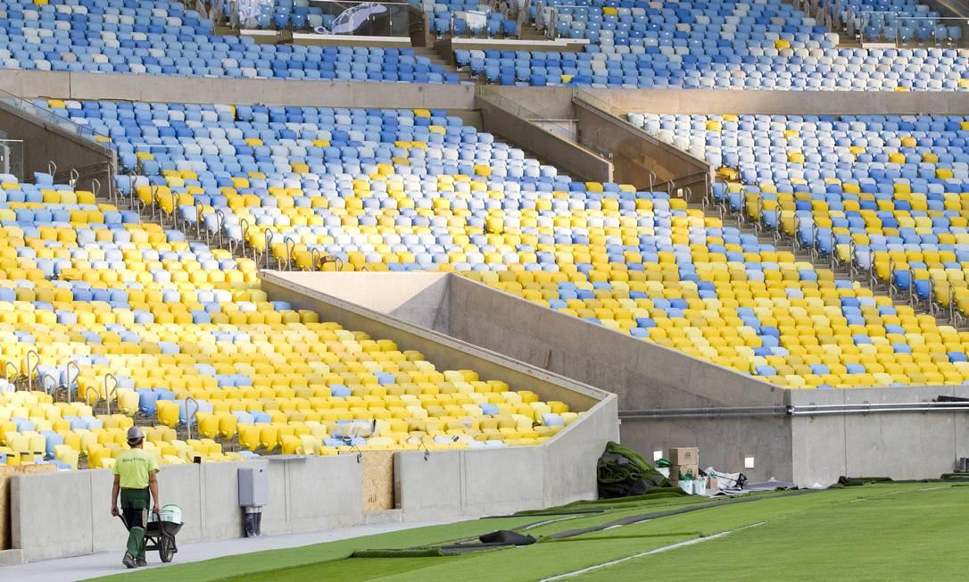 Operários dão os últimos retoques no estadio Ivo Gonzalez / Agência O Globo