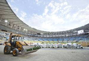 Obras de reforma do Maracanã: orçamento chegou a R$ 1,12 bilhão Foto: Ivo Gonzalez/19-04-2013