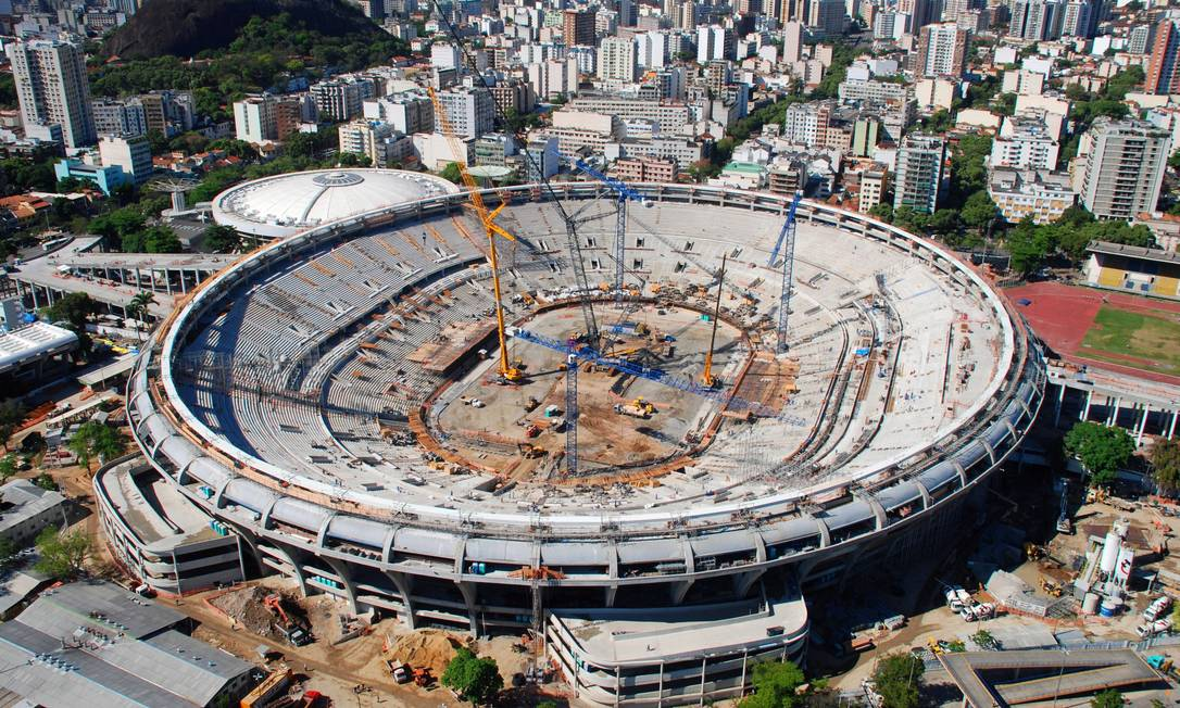Vista aérea das obras no estádio do Maracanã visando a Copa das confederações e e Copa do Mundo . Genílson Araújo / Agência O Globo