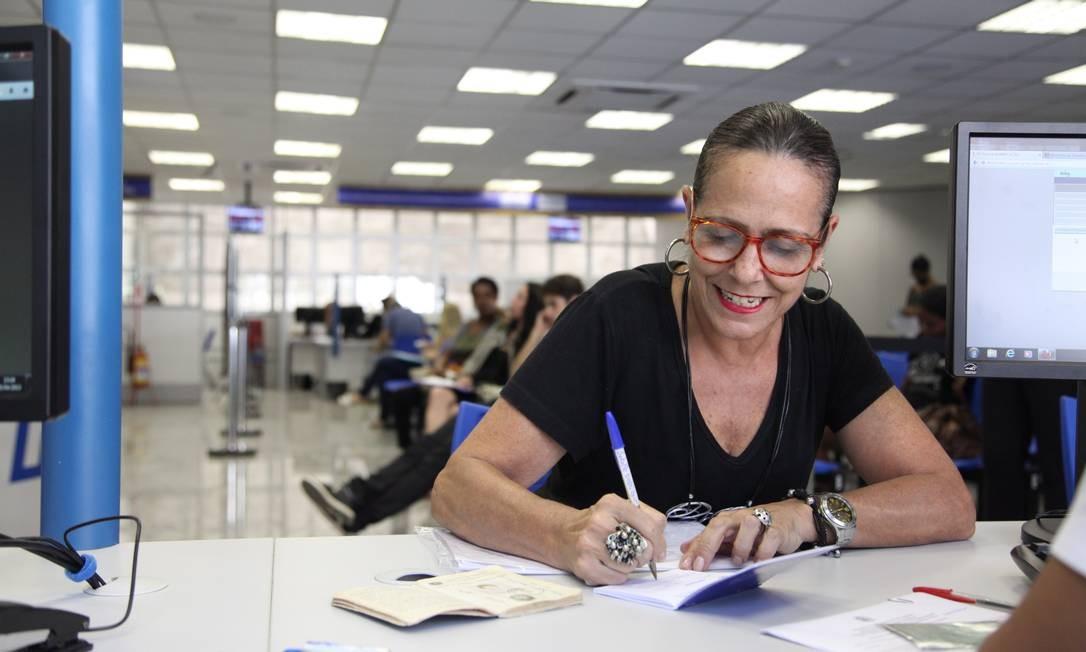 Tereza Cristina tirou sua carteira de trabalho em 1980 e diz que é seu troféu Foto: Fabio Rossi