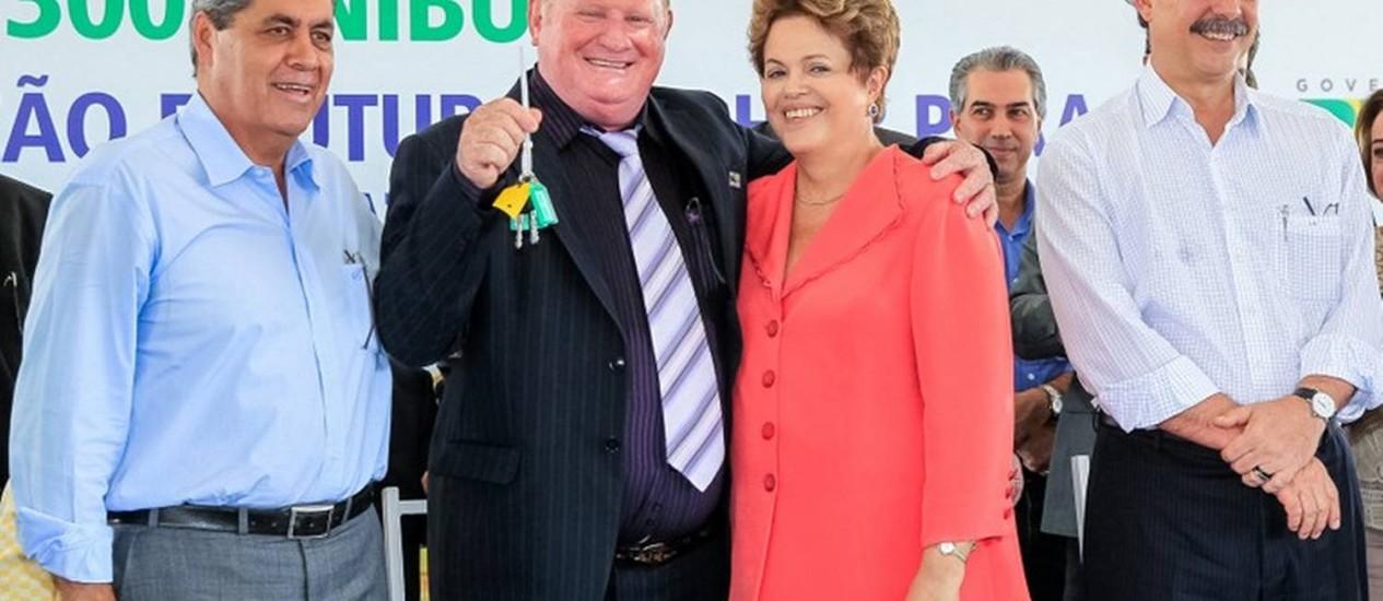Dilma entrega chave de ônibus escolares a prefeitos de Mato Grosso do Sul Foto: Divulgação