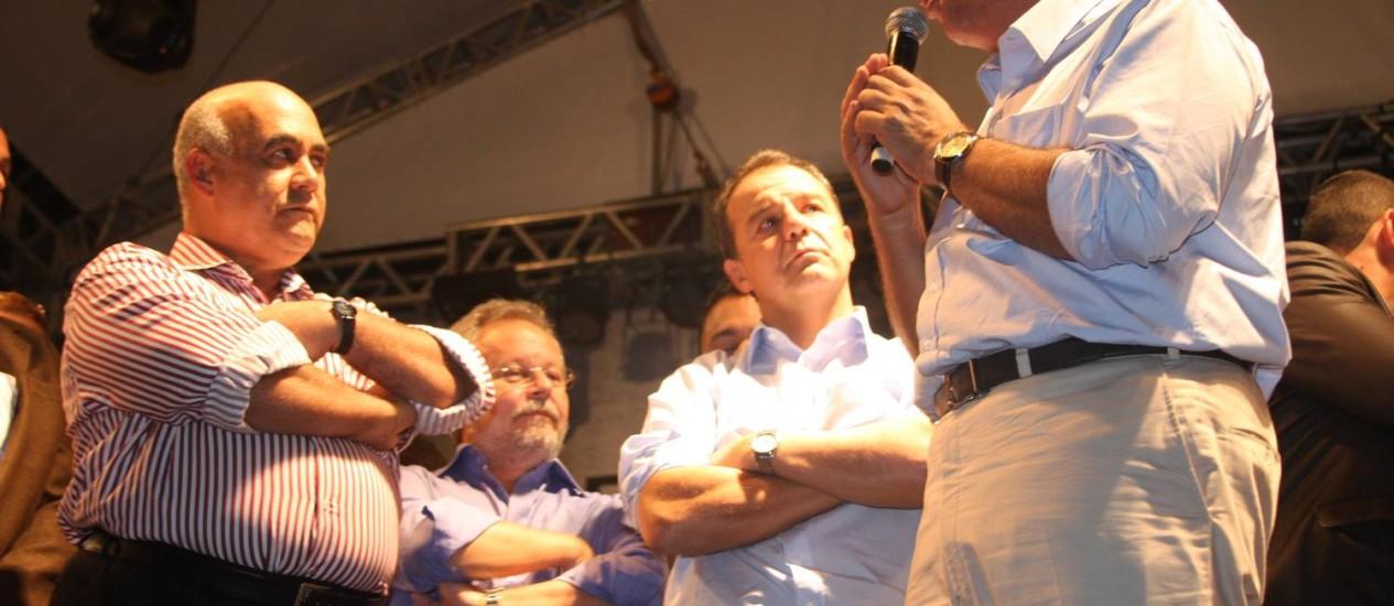 Nelson Bornier, Sérgio Cabral e Luiz Fernando Pezão na Baixada Foto: Divulgação