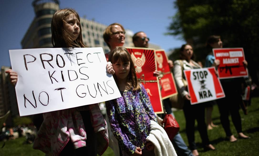 Famílias protestam contra o uso de armas nos EUA em Washington Foto: CHIP SOMODEVILLA / AFP