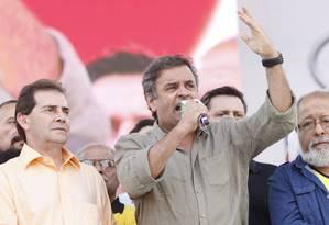 Em São Paulo, Aécio Neves discursa ao de Paulinho da Força, em evento da central sindical Foto: Marcos Alves / Agência O Globo