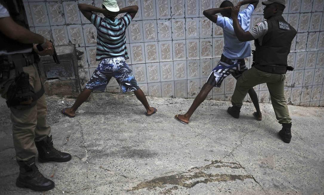 Salvador registra uma onda de violência sem precedentes, segundo o Centro Brasileiro de Estudos Latino-Americanos Foto: LUNAE PARRACHO / REUTERS
