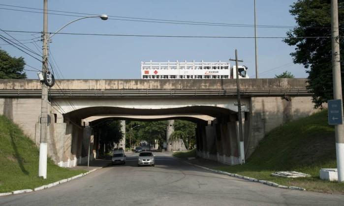 O cruzamento sob a Avenida Brasil, na altura da Vila Militar, será ampliado nas obras do Parque Olímpico de Deodoro Adriana Lorete / O Globo